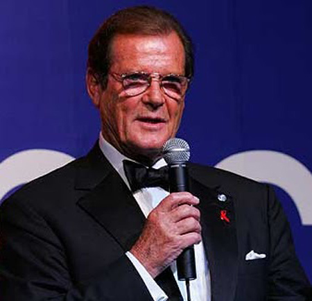 3.roger-moore